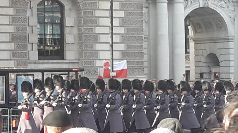 flaga-z-makiem